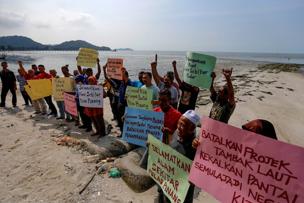 A group of fishermen hold a peaceful demonstration to oppose the Penang South Reclamation project at Teluk Kumbar March 13, 2019. — Picture by Sayuti Zainudin