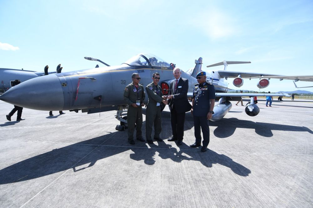 Major Fairul 'Gillette' Mohd Rustham and Major Zulkifli 'Steady' Mohamad receive a token of recognition from BAE Systems senior military adviser Sir Andrew Pulford in Langkawi March 27, 2019. — Bernama pic