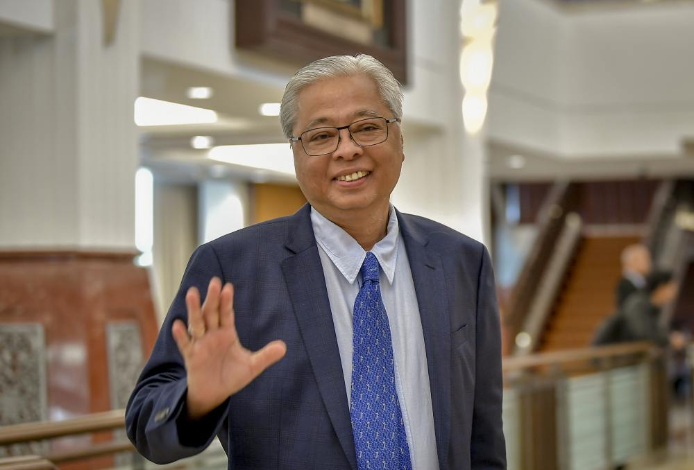 Ismail pointed out that Salahuddin had answered a question earlier during Question Time, but accused the minister of deliberately delegating his duty to his deputy when he did not want to answer a supplementary question. ― Picture by Firdaus Latif