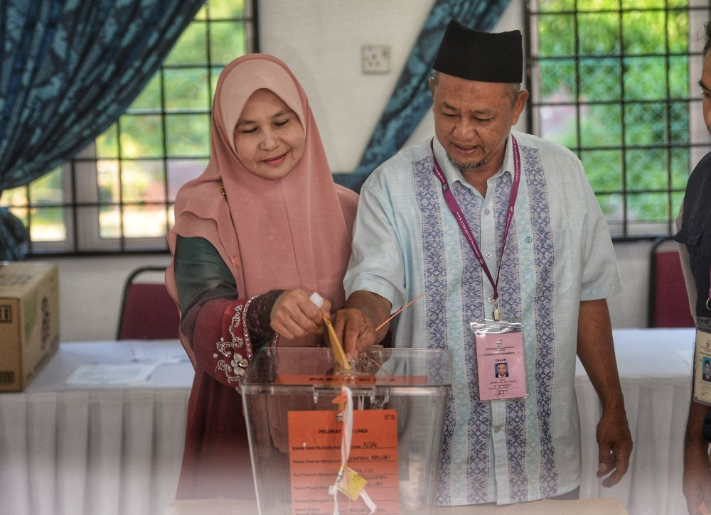 BN candidate Zakaria Hanafi and his wife, Katijah Beebi Bayikhan cast their vote at the JKKK Kg Sesapan Kelubi polling centre in Beranang  March 2, 2019. ― Picture by Shafwan Zaidon
