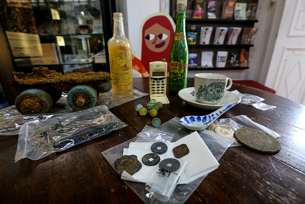 Some of the artefacts recovered from the excavation site at Sia Boey. — Picture by Sayuti Zainudin
