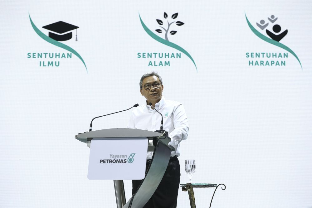 Petronas chairman Datuk Ahmad Nizam Salleh said the negotiations also involved the federal government. ― Picture by Yusof Mat Isa