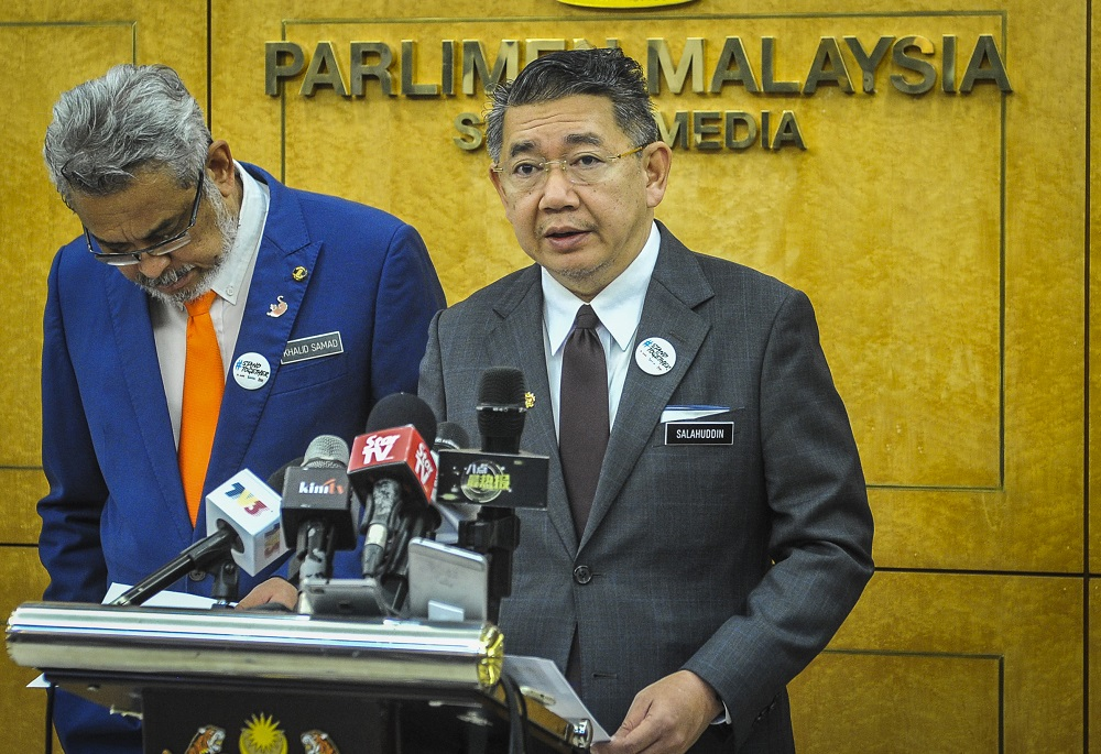 Federal Territories Minister Khalid Abdul Samad (left) Agro-based Industry Minister Datuk Salahuddin Ayub at a press conference at Parliament in Kuala Lumpur April 1, 2019. — Picture by Firdaus Latif