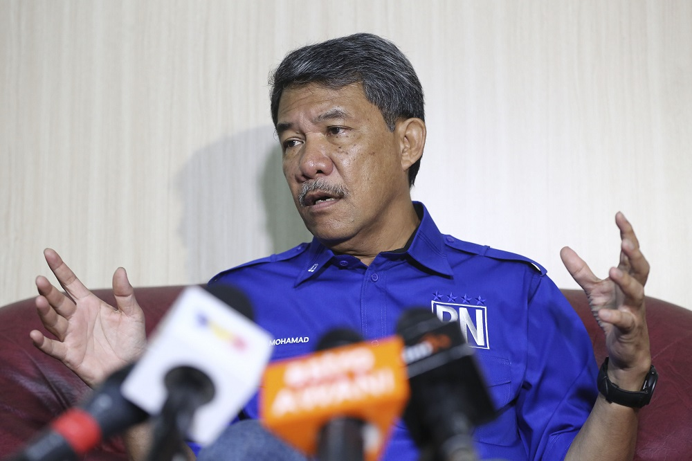 Barisan Nasional candidate for the Rantau by-election, Datuk Seri Mohamad Hasan, speaks during a press conference at Barisan Nasional command centre in Rantau April 1, 2019. — Picture by Yusof Mat Isa