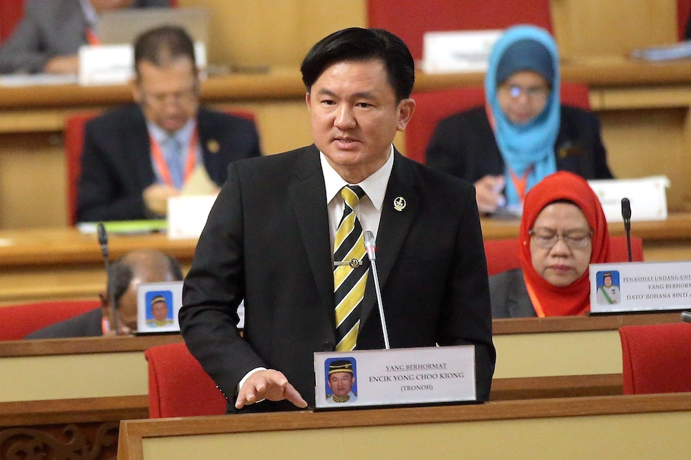 State Housing and Local Government Committee chairman Paul Yong addresses the Perak State Legislative Assembly in Ipoh April 23, 2019. — Picture by Farhan Najib