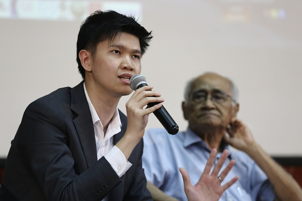 Lawyer Lim Wei Jiet speaks at the 'Malaysia and Rome Statute' forum at Universiti Malaya in Kuala Lumpur April 27, 2019. — Picture by Yusof Mat Isa