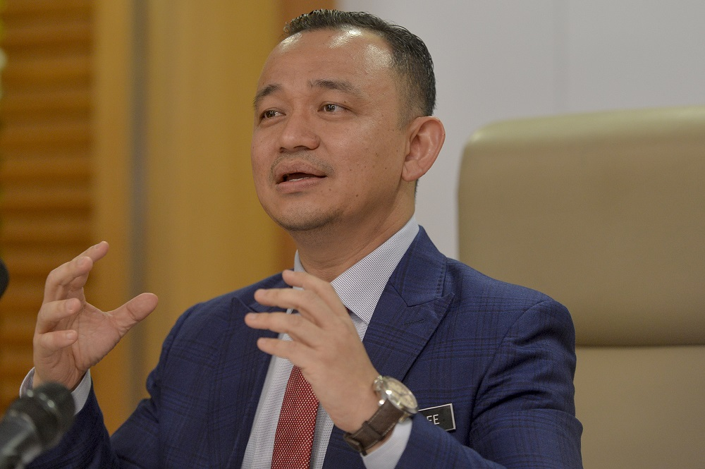 Maszlee said his ministry wants to adopt a more comprehensive approach towards the free breakfast programme. — Picture by Mukhriz Hazim