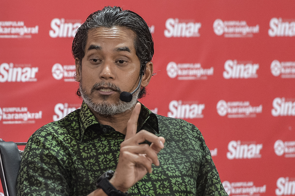 Rembau MP Khairy Jamaluddin speaks during a Bicara Minda session in Shah Alam on April 29, 2019. — Picture by Miera Zulyana