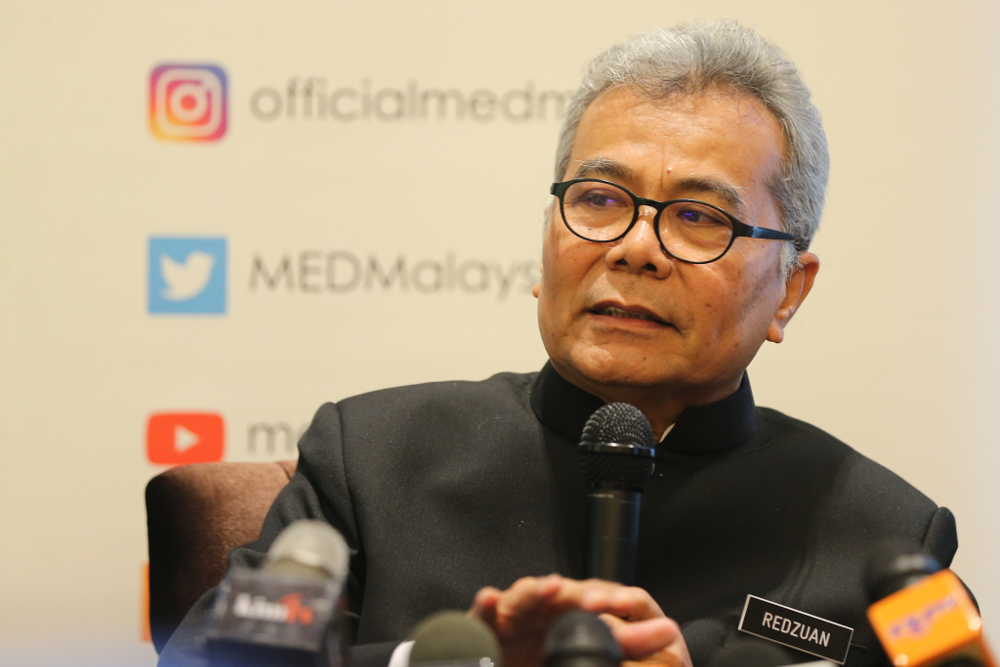 Entreprenur Development minister Mohd Redzuan Yusof said lack of confidence in their own capability is among the reasons those in the B40 group are reluctant to become entrepreneurs. — Picture by Firdaus Latif