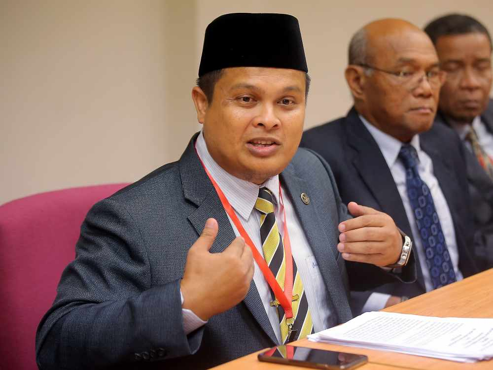 Akmal Kamarudin speaks during the Perak state assembly in this file photo taken on April 18, 2019. ― Picture by Farhan Najib