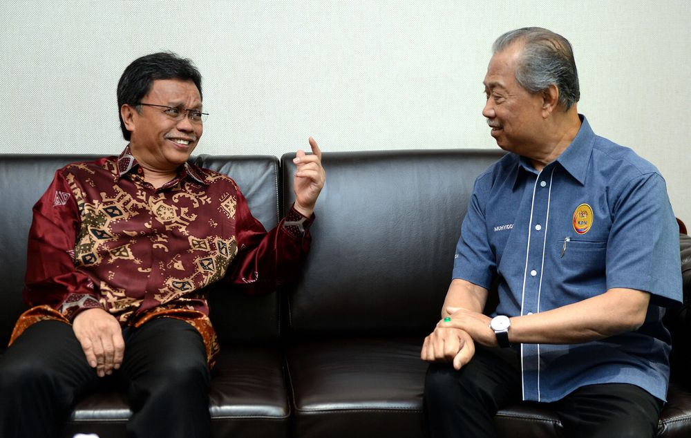 Tan Sri Muhyiddin Yassin (right) and Datuk Seri Shafie Apdal last week announced that Sabah would replace the likes of IMM13, 'Sijil burung-burung' and the census pass with the PSS. — Bernama pic