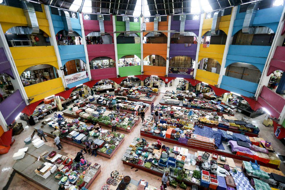A general view of the Siti Khadijah Market in Kota Bharu April 5, 2019. — Picture by Sayuti Zainudin