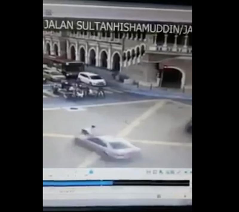The moment a traffic policeman was hit by a motorist along Jalan Raja Laut heading towards Dataran Merdeka this morning.