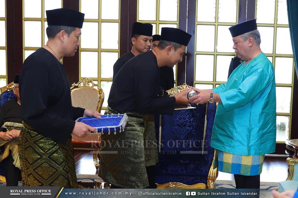 Dr Sahruddin Jamal is sworn in as the 17th mentri besar of Johor at Istana Serene in Johor Baru April 14, 2019. — Picture via Facebook/officialsultanibrahim