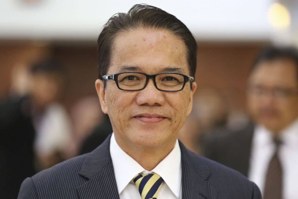 De facto law minister Liew Vui Keong has hit back at Sarawak Chief Minister Datuk Abang Johari Openg for blaming his staff for the failure of the amendment Bill which sought to restore the equal status of Sarawak and Sabah in Malaysia. — Picture by Yusof Mat Isa