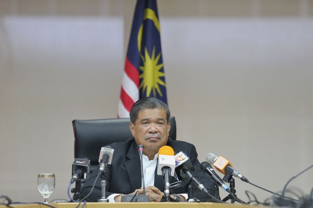 Defence Minister Mohamad Sabu said Malaysia is in talks with at last six countries on the possibility of using palm oil to pay for arms. — Picture by Ahmad Zamzahuri