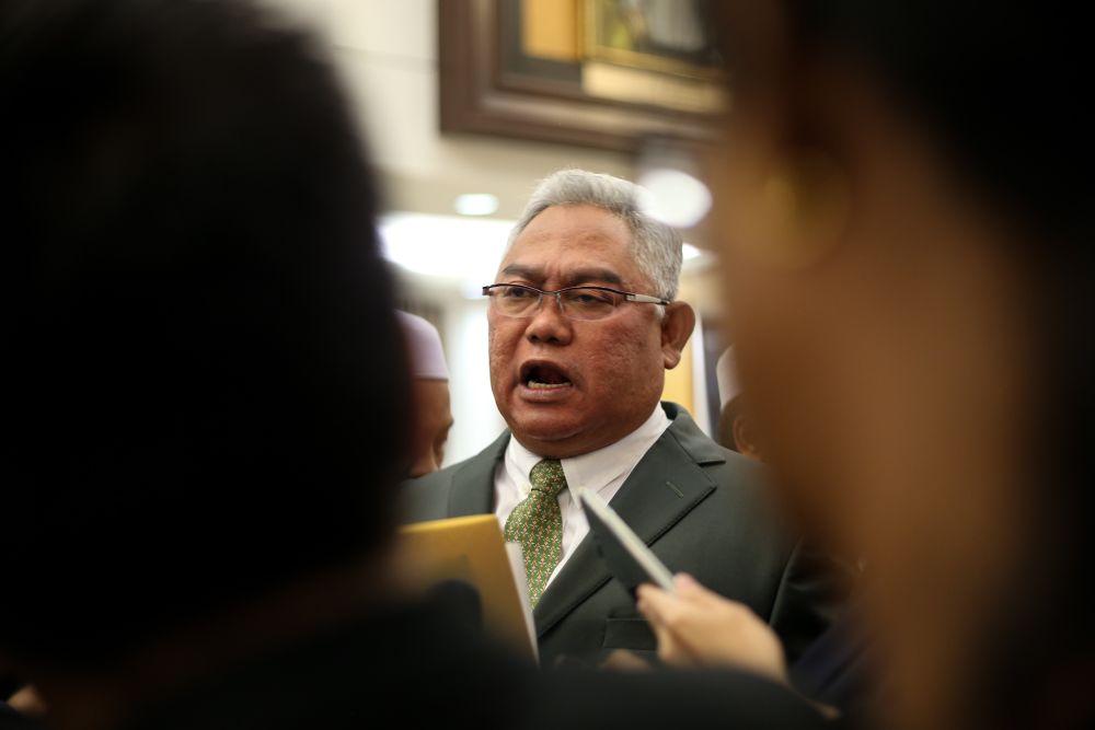 Tan Sri Noh Omar speaks to reporters in Parliament April 2, 2019. — Picture by Ahmad Zamzahuri