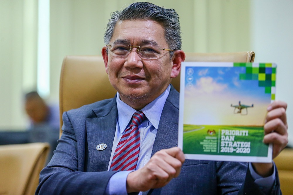 Agriculture and Agro-based Industry Minister Datuk Salahuddin Ayub speaks to reporters at a press conference in Kuala Lumpur April 22, 2019. — Picture by Hari Anggara