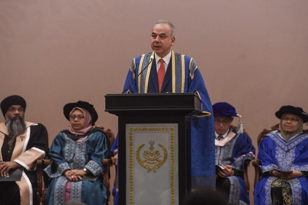 Sultan of Perak Sultan Nazrin Shah speaks during the Certificate of Legal Practice Examination's 24th convocation ceremony in Kuala Lumpur April 25, 2019. ― Bernama pic