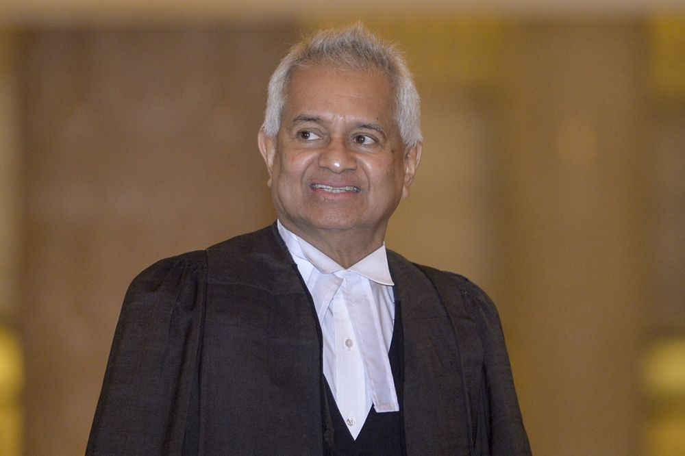 Attorney General Tommy Thomas arrives at the Federal Court in Putrajaya April 10, 2019. ― Picture by Mukhriz Hazim