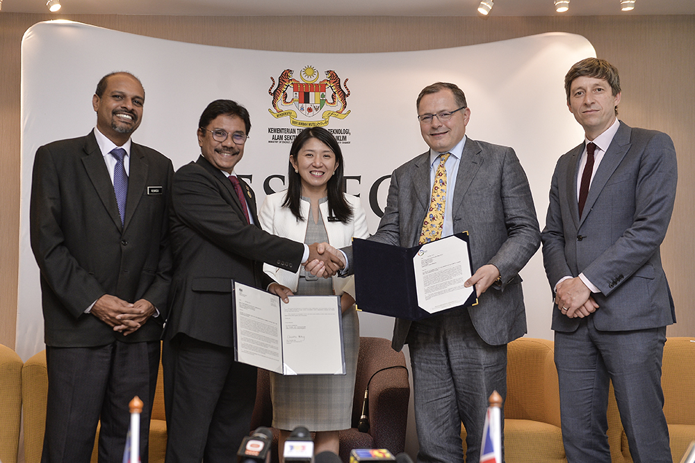 Minister of Energy, Science, Technology, Environment and Climate Change, Yeo Bee Yin (centre) at a ceremony for the collaboration in Climate Change and Low Carbon Initiatives in Putrajaya May 16, 2019. — Picture by Miera Zulyana