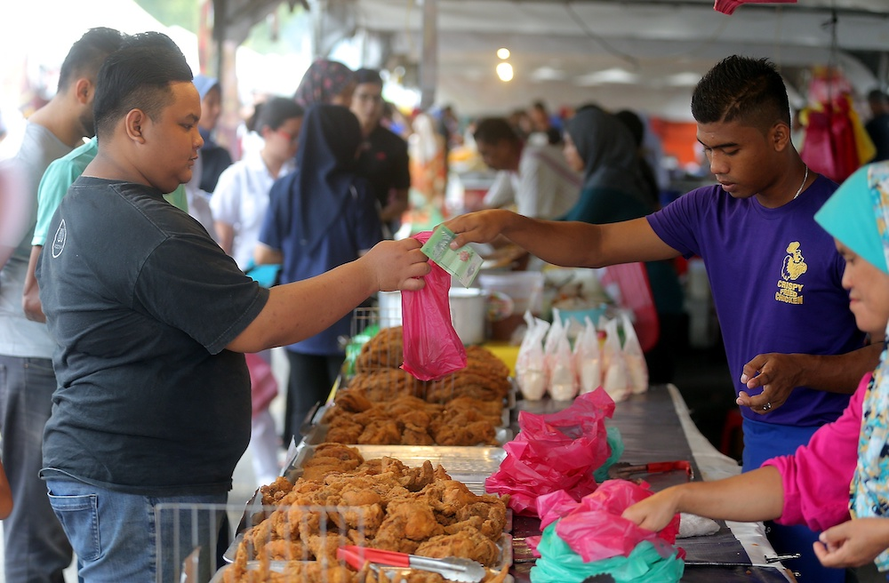 Local authorities in Penang are waiting for the National Security Council's (NSC) advice before issuing licences for Ramadan bazaars in the state. — Picture by Farhan Najib