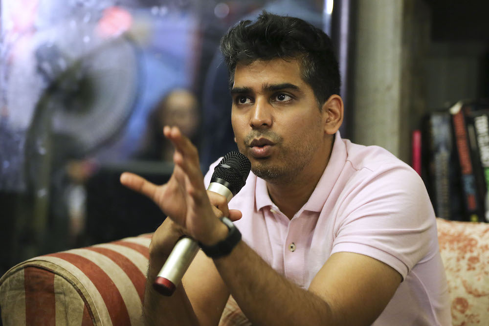 DAP Youth vice-chief Muhammad Shakir Ameer called on all political parties to cease dragging the King's name into their political tussles, and to not mislead the public. — Picture by Yusof Mat Isa