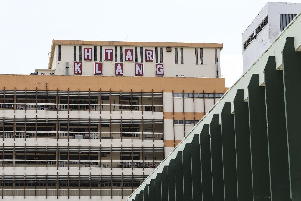 Selangor Health director Datuk Dr Sha'ari Ngadiman confirmed that the Tengku Ampuan Rahimah Hospital in Klang has an outbreak of Covid-19. — Picture by Yusof Mat Isa