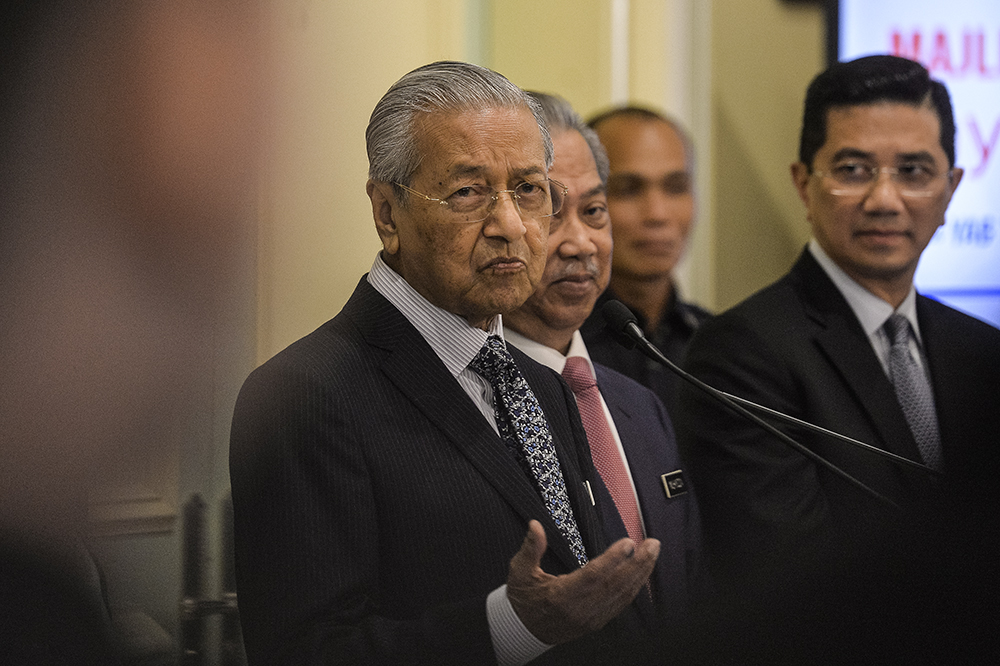 Prime Minister Tun Dr Mahathir Mohamad sid civil servants must have the necessary knowledge and skills to stay relevant in facing the Fourth Industrial Revolution. — Picture by Miera Zulyana