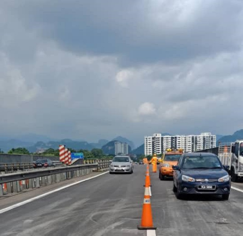 According to PLUS Malaysia Berhad (PLUS), all lanes on the highway were fully opened at about 5 pm yesterday. — Picture via Twitter/PLUS Berhad