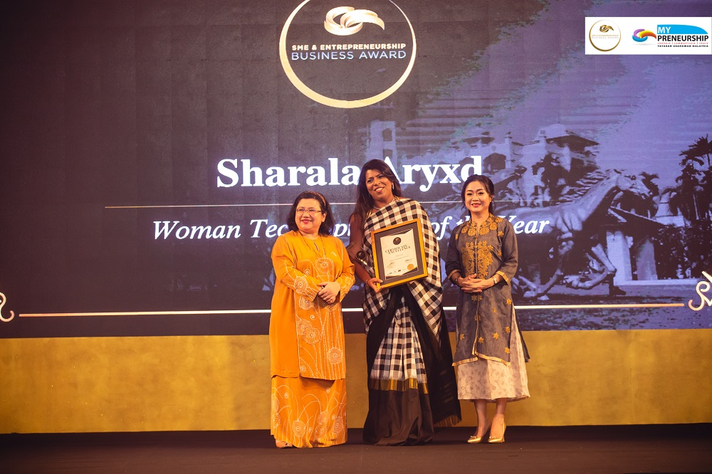 Axryd receiving the Woman Technopreneur of the Year title at the SME and Entrepreneurship Business Awards (SEBA) 2018 ceremony. — Picture courtesy of CADS