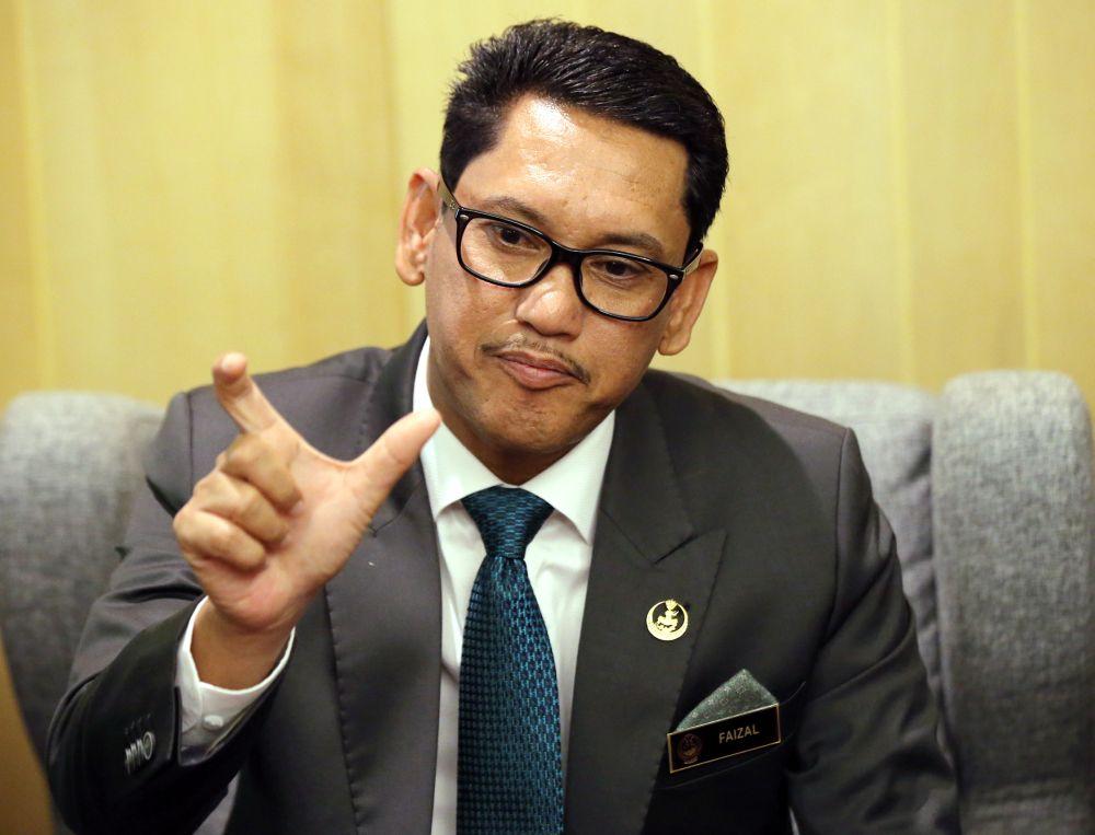 Perak Mentri Besar Datuk Seri Ahmad Faizal Azumu speaks during a press conference at the Weil Hotel in Ipoh May 7, 2019. — Picture by Farhan Najib