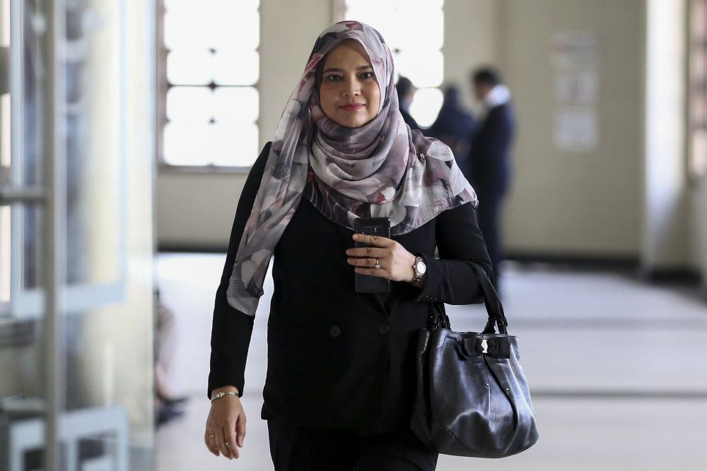 Vice-president of KWAP's legal and secretariat department Azlida Mazni Arshad is pictured at the Kuala Lumpur Court Complex, May 14, 2019. ― Picture by Yusof Mat Isa
