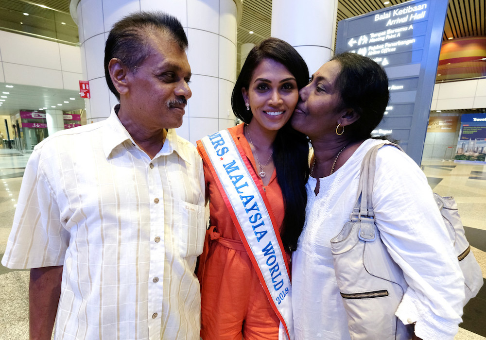 Kokilam Kathirvailu is greeted by her parents at KLIA in Sepang May 7, 2019. — Bernama pic