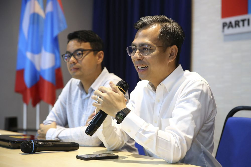 PKR communication director Fahmi Fadzil speaks during a press conference at the party's headquarters in Petaling Jaya May 9, 2019. — Picture by Yusof Mat Isa