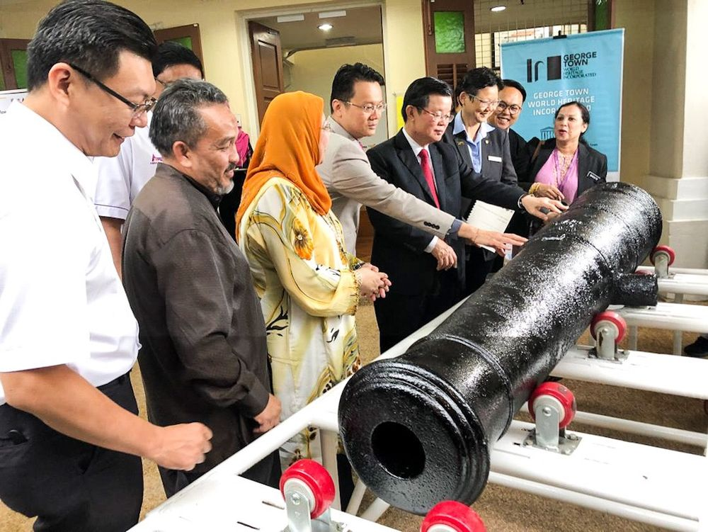 Penang Chief Minister Chow Kon Yeow (fifth from left) takes a look at one of two 200-year-old cannons dug up from Fort Cornwallis at Universiti Sains Malaysia May 10, 2019. — Picture by Sayuti Zainudin