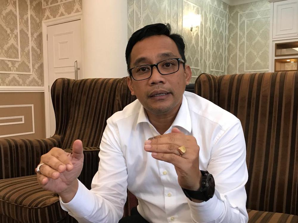 Johor Health, Culture and Heritage Committee chairman Mohd Khuzzan Abu Bakar said the ratio of doctors to hospital beds in Johor is still way off the target set by the Health Ministry. — Picture by Ben Tan