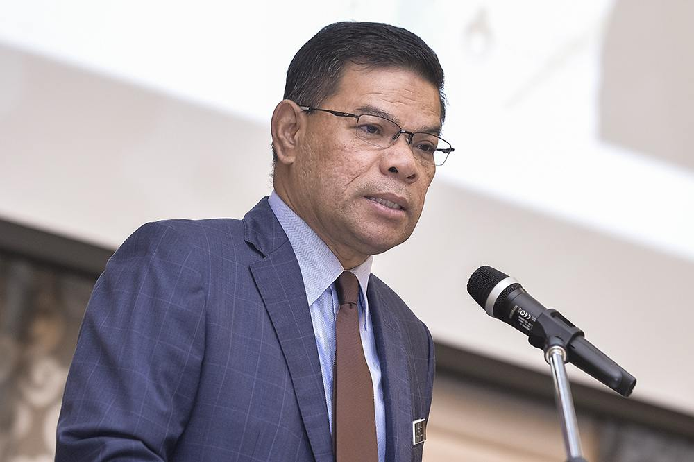 Domestic Trade and Consumer Affairs Minister Datuk Seri Saifuddin Nasution Ismail said his ministry would hold discussions with local banks to assist the recipients in opening accounts. ― Picture by Miera Zulyana