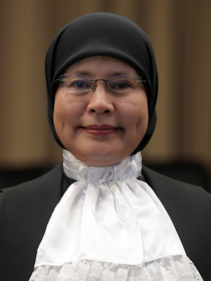 How much do you know about Malaysia's first female Chief Justice Datuk Tengku Maimun Tuan Mat? ― Bernama pic