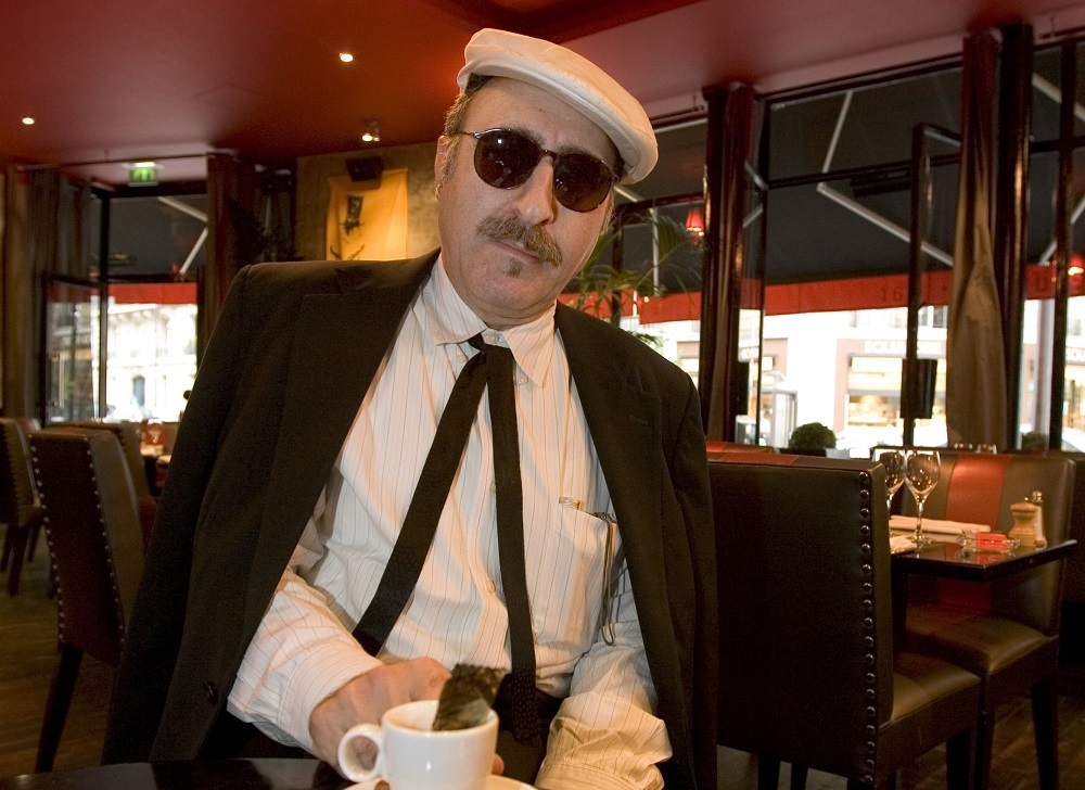 This photo taken on September 15, 2005 shows Leon Redbone, jazz and blues musician, posing in a restaurant in Paris. ― AFP pic