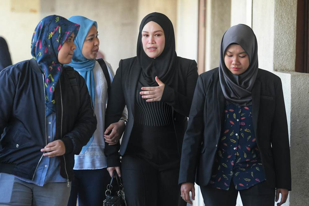 Datin Seri Zizie Izette arrives at the Kuala Lumpur Courts Complex May 3, 2019. ― Picture by Shafwan Zaidon