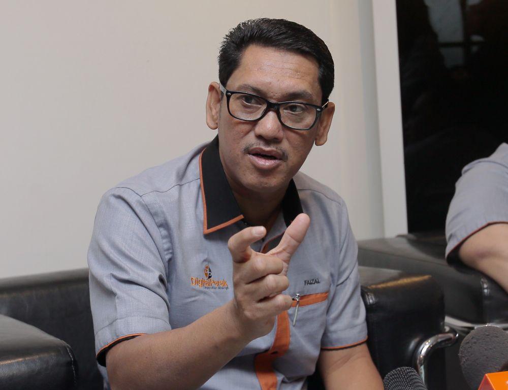 Perak Mentri Besar Datuk Seri Ahmad Faizal Azumu speaks to reporters launching the Digital Perak Corporation Holding office in Ipoh May 16, 2019. ― Picture by Farhan Najib