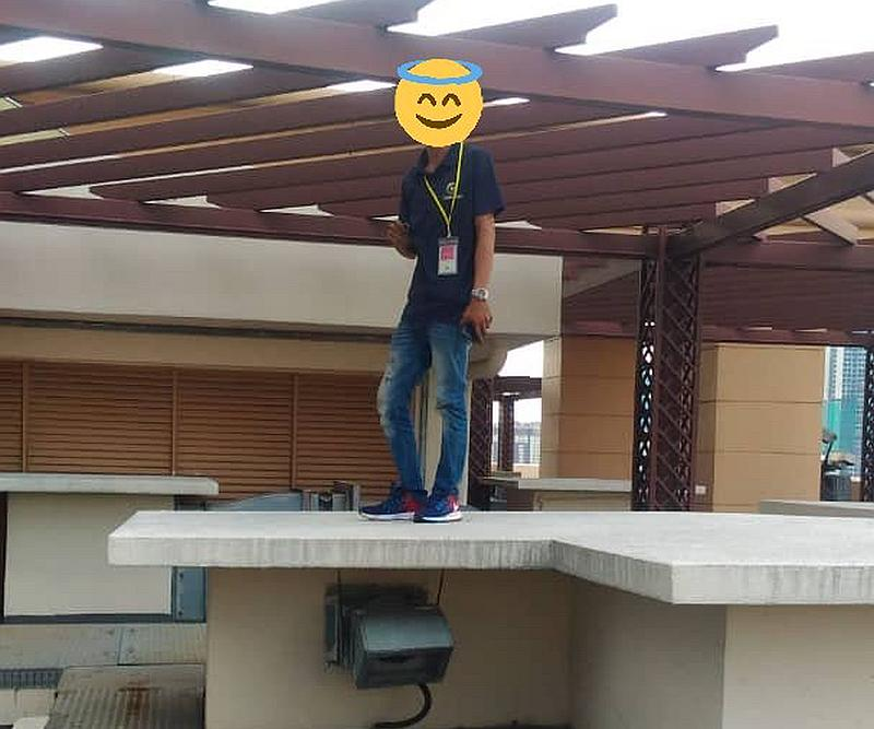 The mistake could have been laughed off, if the mystery of who was on the roof with Asyraf could be answered. — Courtesy of Twitter/acapgiga