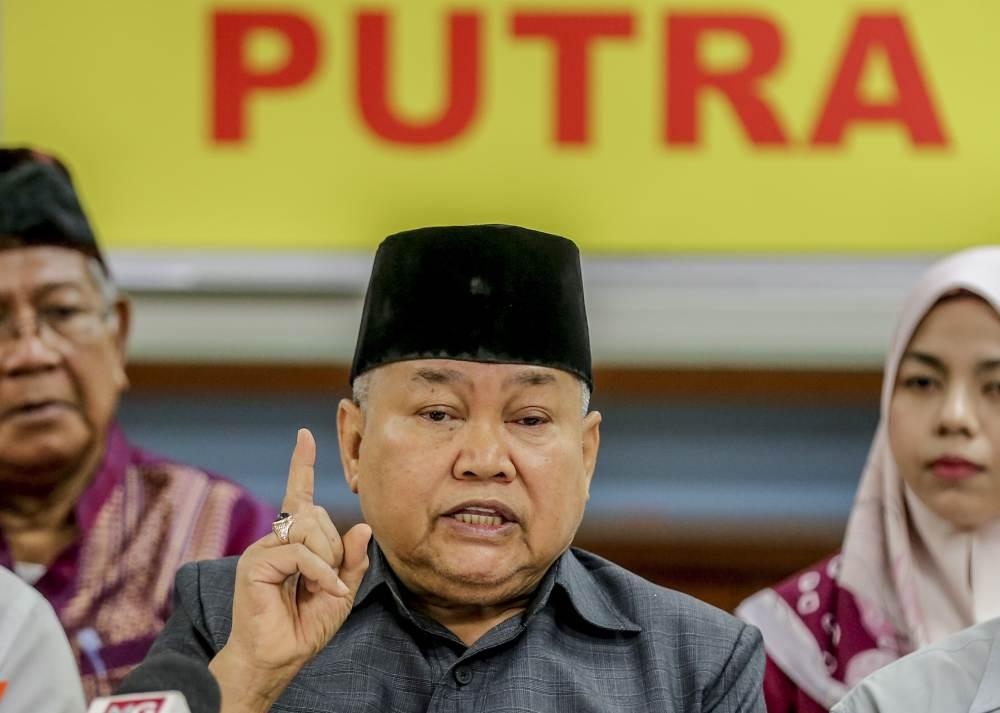 Parti Bumiputera Perkasa Malaysia (Putra) president Ibrahim Ali speaks during a press conference in Kuala Lumpur May 9, 2019. ― Picture by Firdaus Latif