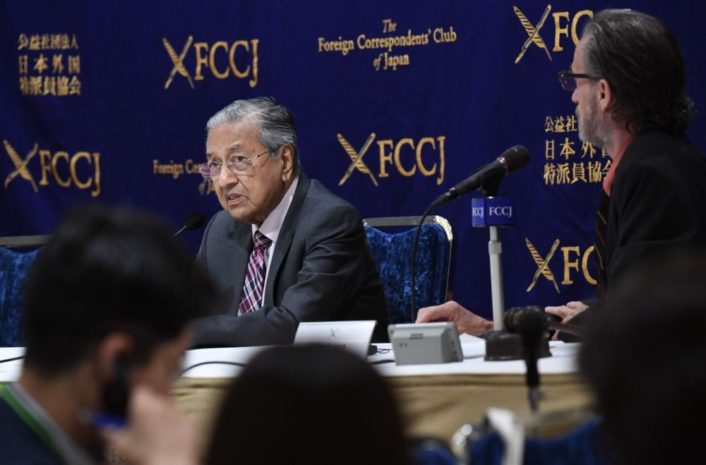 Prime Minister Tun Dr Mahathir Mohamad speaks during a dialogue session at The Foreign Correspondents Club of Japan (FCCJ) in Tokyo May 30, 2019. ― Bernama pic