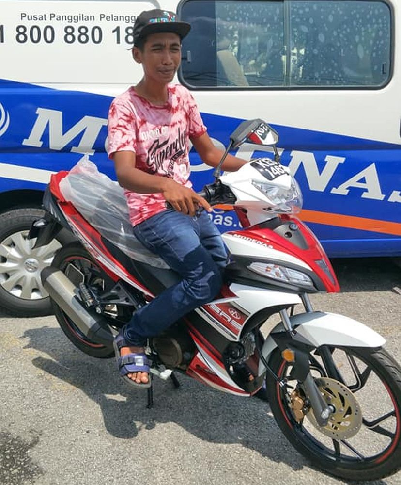 Ann beaming as he tried out his new motorcycle. — Pix courtesy of Facebook/azman.ali.3152
