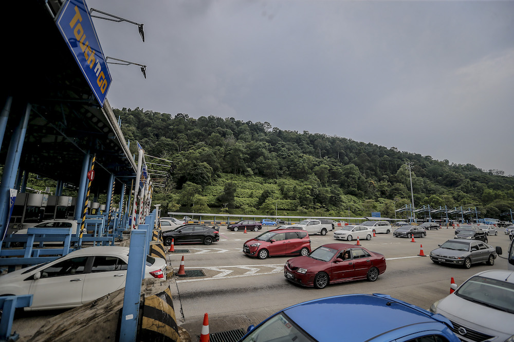 General view of Gombak toll during the Balik Kampung Ops Selamat campaign in conjunction with Hari Raya Aidilfitri on June 3,2019. — Picture by Firdaus Latif