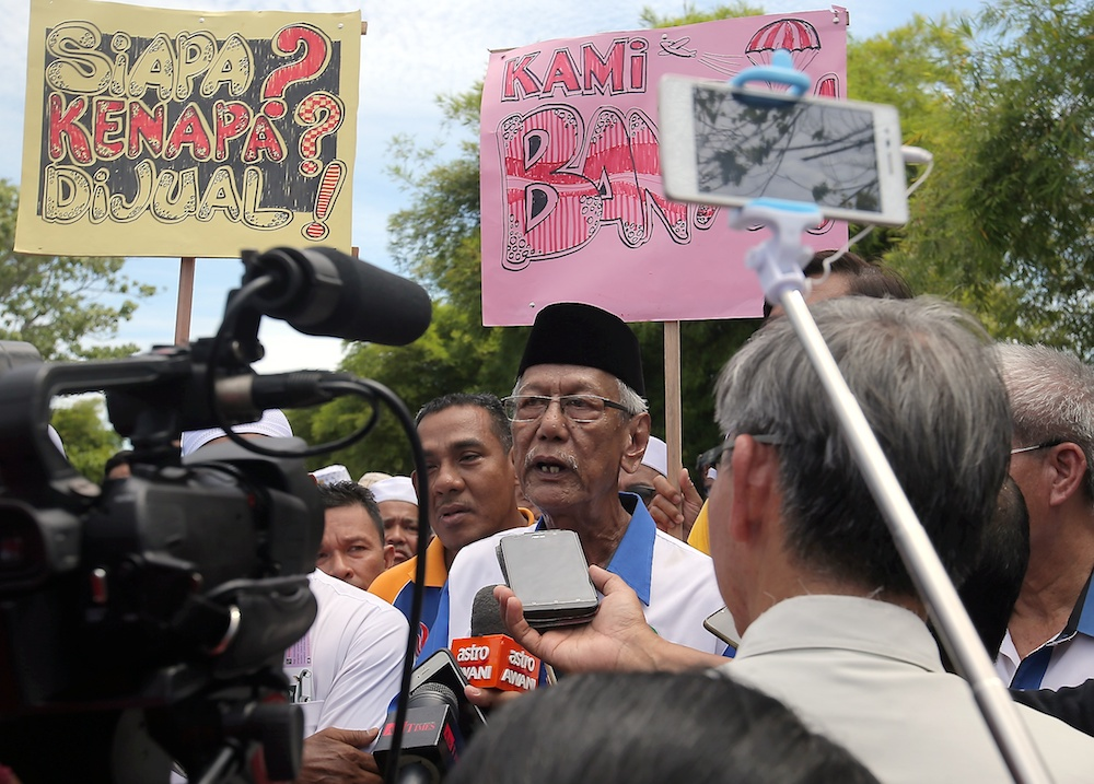 Gabungan Pelindung Warisan Taiping (GPWI) chairman Abu Bakar Mohamed Ali speaks to reporters during a demonstration against the rumoured sale of Aerodome Taiping in Taiping June 14, 2019. — Picture by Farhan Najib