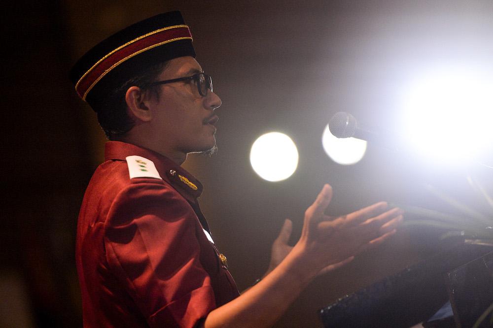 PAS Youth chief Muhammad Khalil Abdul Hadi speaks during the Dewan Pemuda at Muktamar 2019 in Gambang, Pahang June 20, 2019. — Picture by Mukhriz Hazim