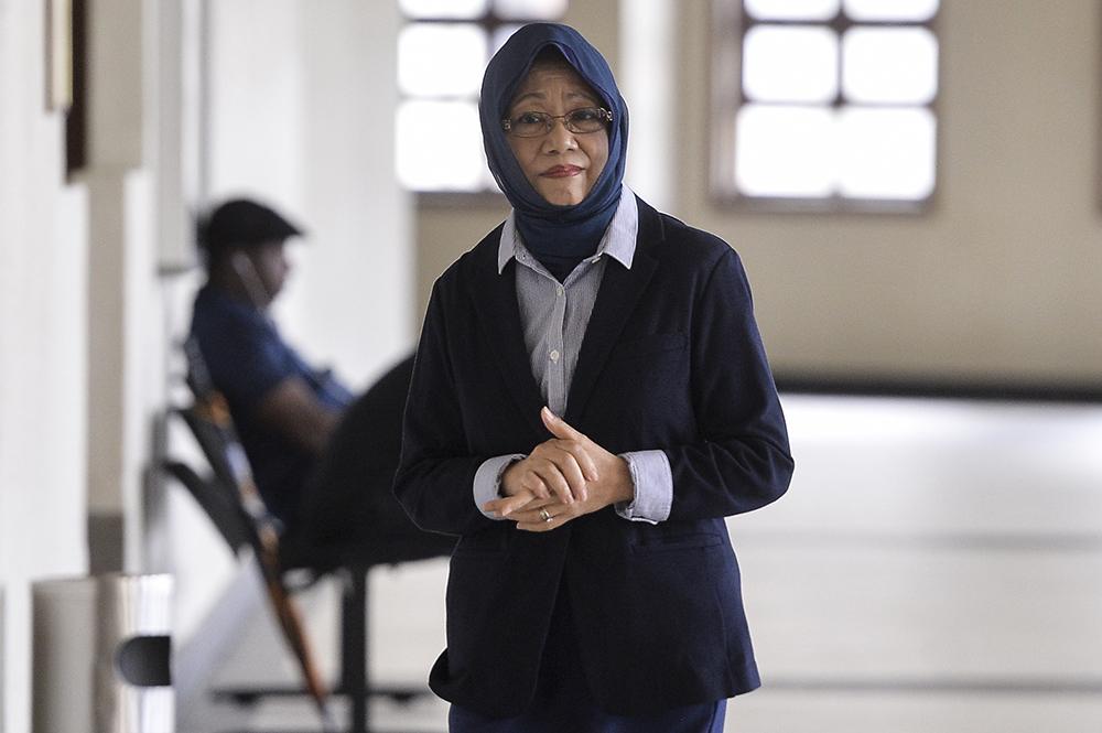 Tan Sri Mazidah Abdul Majid arrives at the Kuala Lumpur Courts Complex June 20, 2019. — Picture by Miera Zulyana